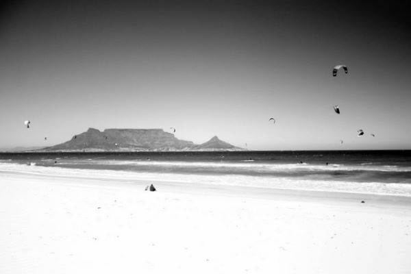 table mountain and kite surfer dudes